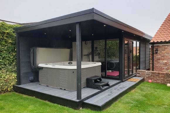 Relaxing Garden Room Hot Tub Retreat Northampton